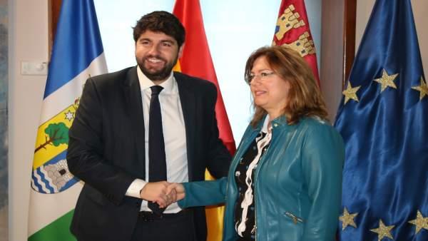 Fotonoticia/ El Presidente Fernando López Miras Recibe A La Alcaldesa De San Ped
