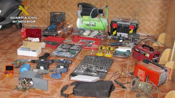 Imagen de los objetos recuperados por la Guardia Civil
