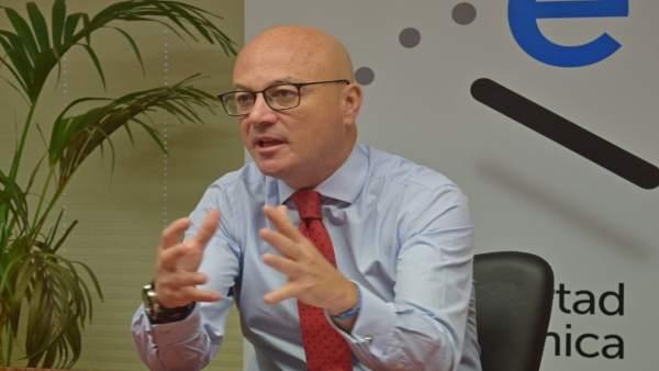 El consejero de Empleo, Universidades y Empresa, Juan Hernández