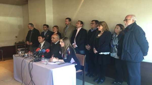 Alberto Garre y miembros de la Plataforma, en la presentación del partido