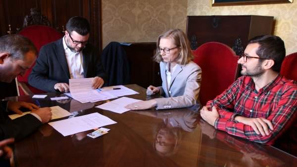 Firma del acuerdo entre la EMT y el Banco Europeo de Inversiones