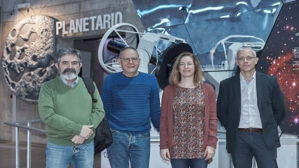 Nota De Presna Y Fotografía: Museos Robot