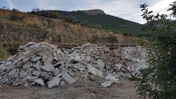 Escombros en la antigua cantera