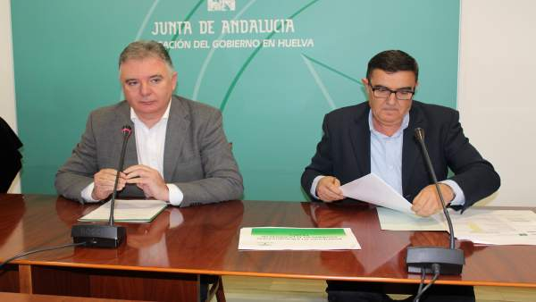 El delegado de la Junta en Huelva, Francisco Romero, y Vicente Zarza.