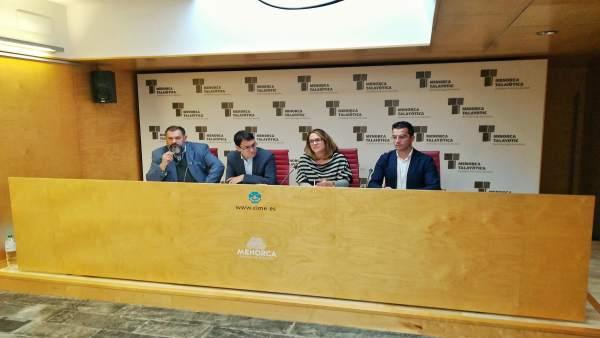 Negueruela en rueda de prensa en Menorca