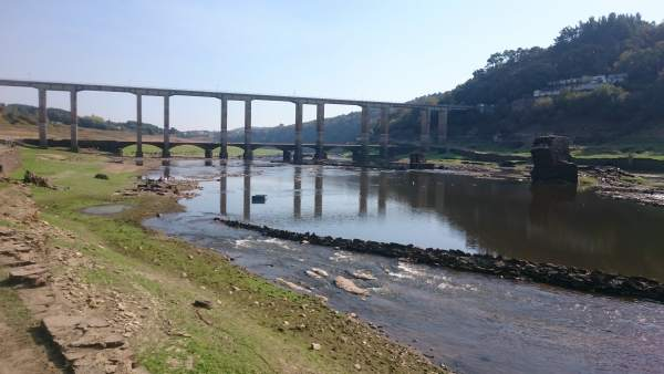 Embalse de Portomarín afectado por la sequía