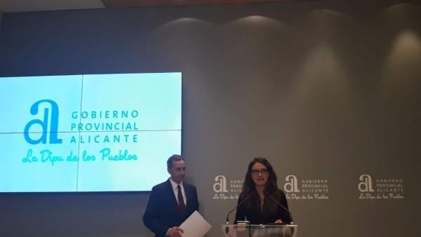 César Sánchez escucha a Mónica Oltra en su comparecencia de este martes