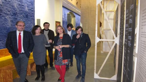Lambán ha visitado este martes la muestra del 30 aniversario de Tranvía Teatro