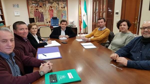 López (centro) se reúne con Fapa-Ágora