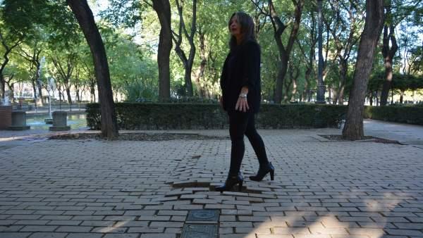 Evelia Rincón en los jardines del Prado.