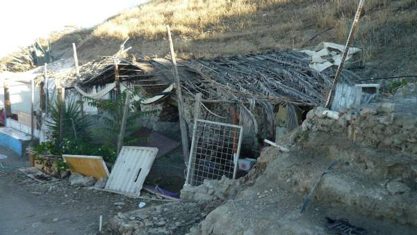 Cueva habitada en el cerro de San Miguel