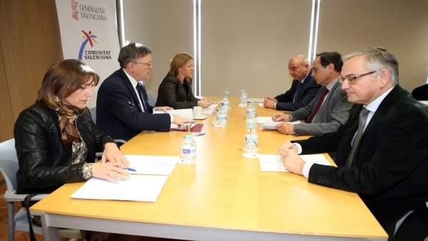 Reunión de la SPTCV con Ximo Puig, en el centro a la izquierda