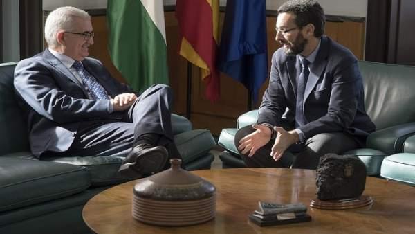 Jiménez Barrios con el alcalde de La Línea