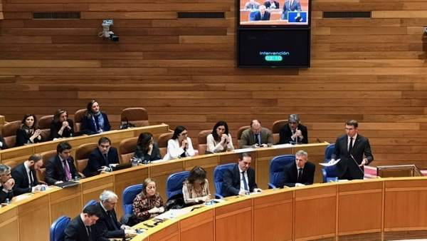 El presidente de la Xunta, Alberto Núñez Feijóo, en el pleno del Parlamento