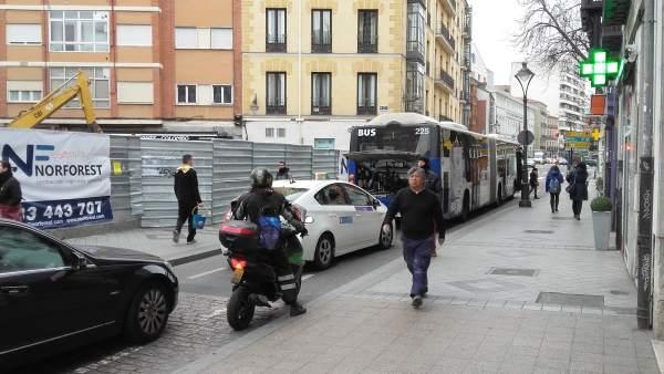 Autobús de Auvasa averiado en la Bajada de la Libertad