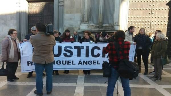Concentración ante la sede del Tribunal Superior de Justicia de Andalucía