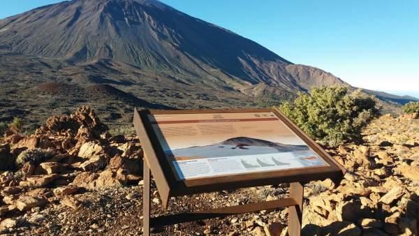 Panel informativo en el Parque Nacional del Teide