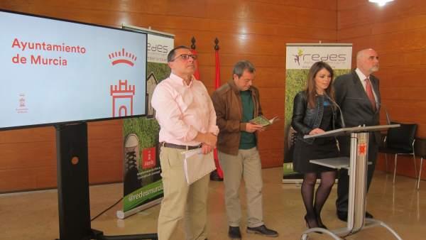 La concejala Rebeca Pérez presenta el programa Redes