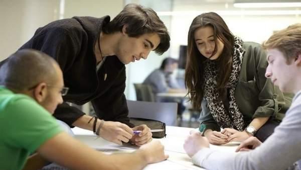 Jóvenes estudiantes España