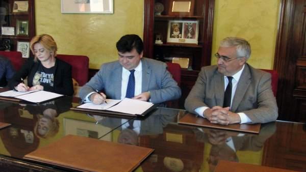 Acuerdo entre la Junta y el Ayuntamiento de Huelva.