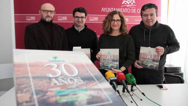 Pedro García con Francisco Valverde, Marta Jiménez y Francisco Casado