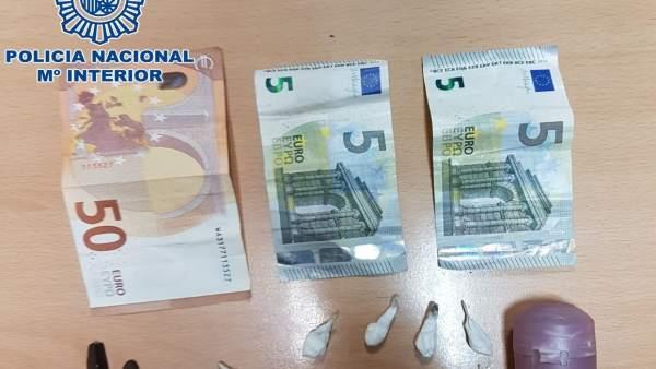 Dinero y droga incautada