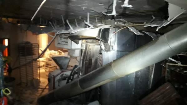 Tres persones pateixen cremades en l'incendi d'un forn en el carrer Ángel Guimerá de València