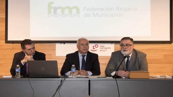 Ceniceros, Cuevas y Varona en Asamblea FRM