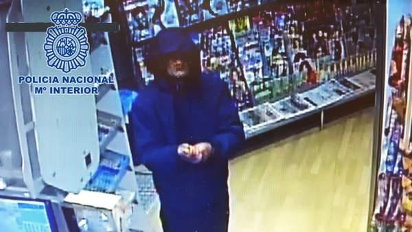 Imagen del atracador captada por las cámaras de seguridad