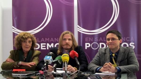 Pablo Fernández junto a Isabel Muñoz e Ignacio Paredero