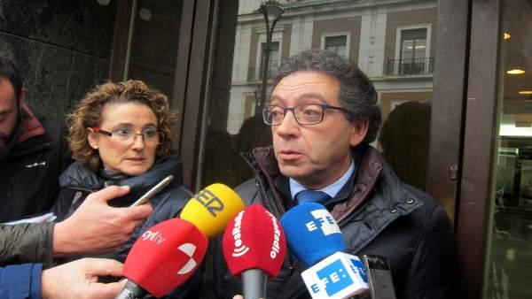 Luis Antonio Calvo e Isabel Palomino, a la salida del juzgado.