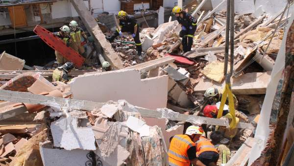 Los bomberos de DPZ intervinieron en 2017 en el derrumbe de una casa en Nuévalos