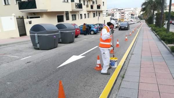 Repintado estepona calles vías operario trabajador municipal málaga