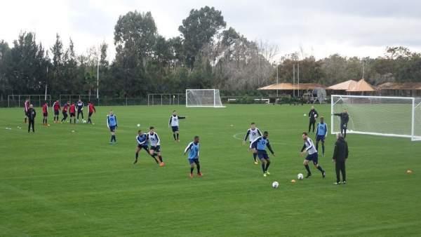 Equipo de fútbol entrenando en Sotogrande