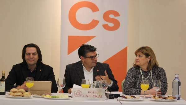 Rafael Burgos, Miguel Cazorla y Maribel Hernández (Cs)