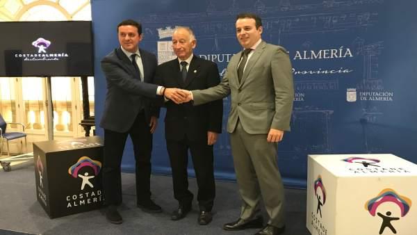 Diputación y la empresa Hoteles Playa han firmado el convenio de colaboración.