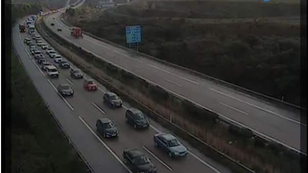 Congestión en la A-8 en Gijón