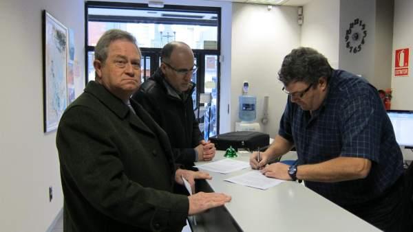 Los concejales de La Muela entregan las alegaciones en el PAR