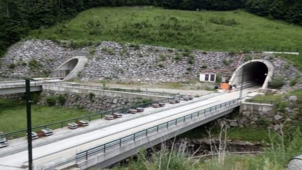 Vista de los túneles de Pajares de la Variante.