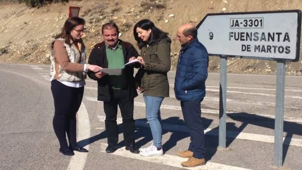 Castro (2i) informa sobre el proyecto en la carretera JA-3301.