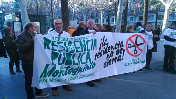 Protesta por la residencia de mayores de Montequinto.