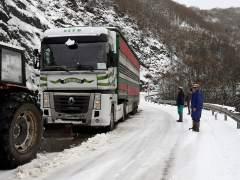 Al menos 114 tramos de carreteras están afectados por la nieve