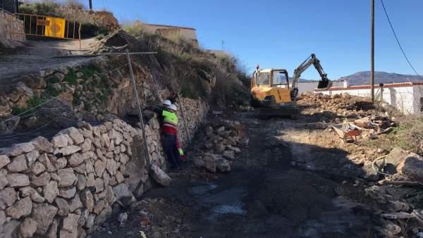 Las obras en Alcolea permitirán abrir al tráfico rodado un nuevo vial.