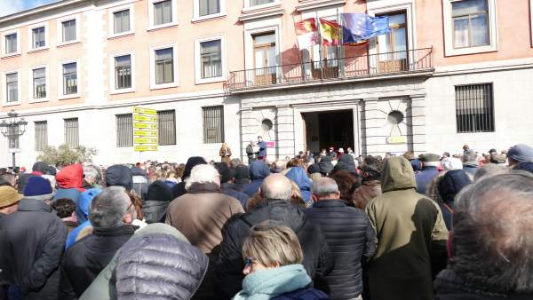 Ávila.- Medio millar de personas asisten a la concentración