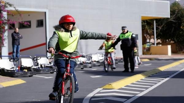 Jóvenes en una jornada de educación vial en Almería