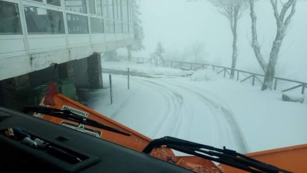 Nieve acumulada en carreteras de la provincia de Lugo