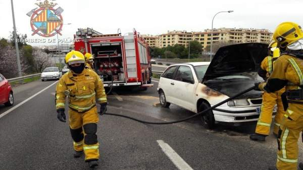 Incendio en un coche en Palma