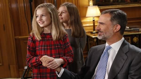 El Rey Felipe VI y sus hijas, la princesa Leonor y la infanta Sofía