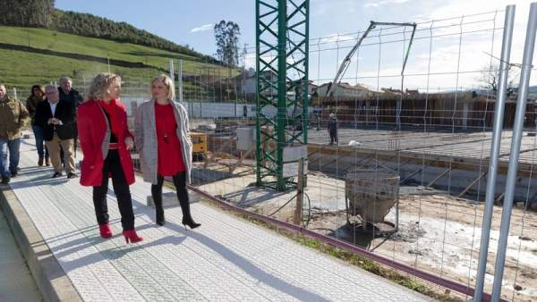 Díaz Tezanos visita las obras del colegio de Renedo