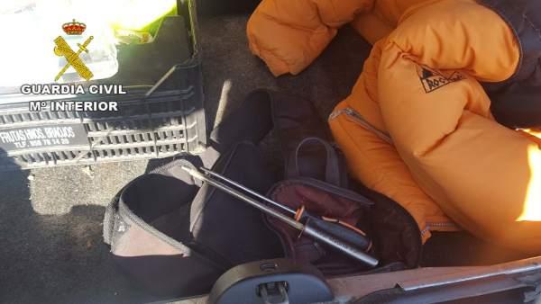 Objetos incautados a un individuo que robó supuestamente en tres comercios